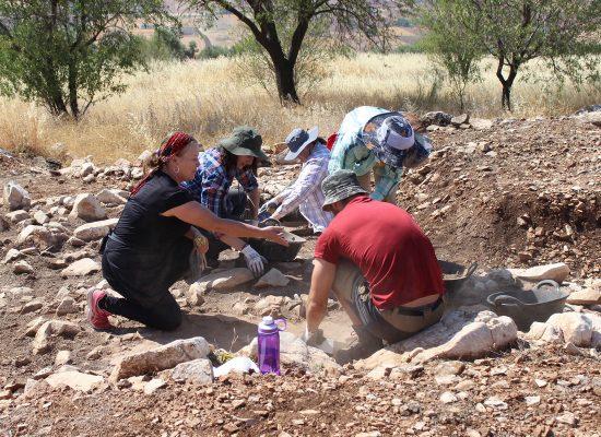 arqueologos en castillejo de bonete